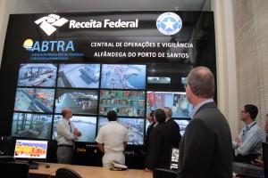 Autoridades participaram do lançamento da COV