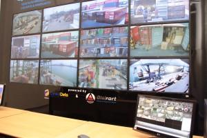 Painel com 12 monitores permite visualizar áreas do porto