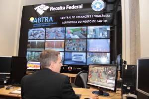 Richard demonstra o sistema em operação na inauguração